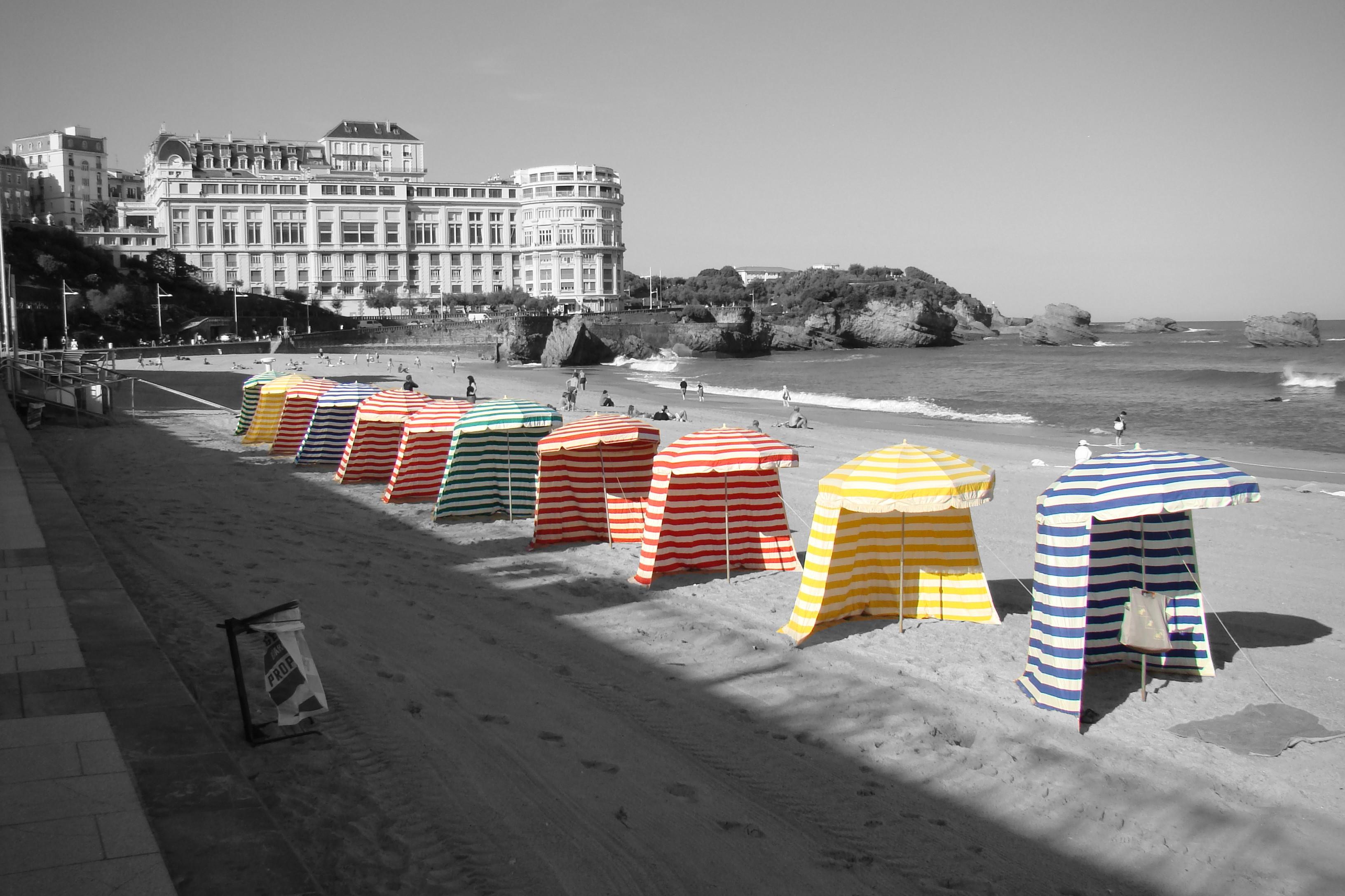 Biarritz ; la grande plage et ses tentes